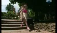 Seksi Kız Ayakkabı Boyuyor